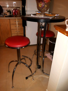Vintage Bar Height Metal Table and 2 padded Stools in Chrome