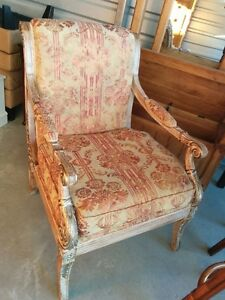 Beautiful Vintage Style Arm Detailed Accent Chair