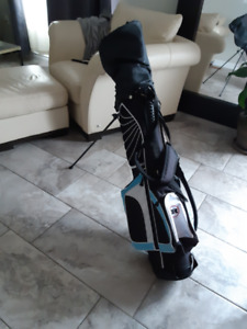 New never been used Women's Golf club Set