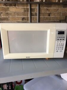 Kenmore Microwave Oven London Ontario image 1