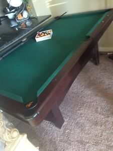 POOL TABLE FOR SALE !