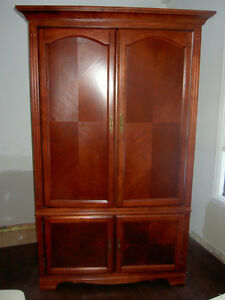 Cabinet in solid cherrywood