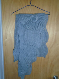 Long grey mesh style scarf and beret hat - one size