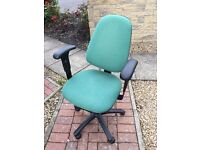 Office chair (can deliver)