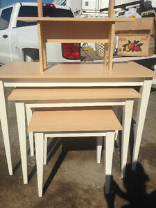 Nesting Display Tables