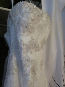 Wedding dress size 16 fits 12 or larger corsett back