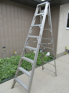 8FT STEP LADDER - ALUMINUM