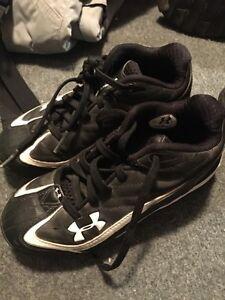 Youth baseball shoes size 2