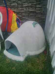 Igloo dog house for sale or trade for XL dog crate