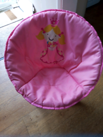 Kids pink foldable bucket chair.
