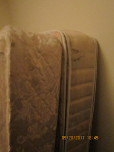 QUEEN BOXSPRING AND MATTRESS (Vancouver)