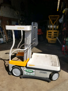 2012 CROWN WAVE WAV 50-118 ORDER PICKER