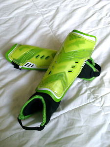 Children's soccer shin pads (ages 4-6)