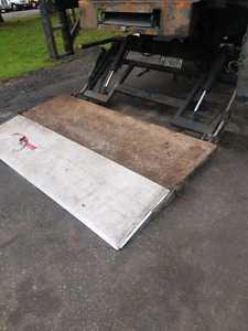 Used hydraulic tailgates / liftgates for sale!