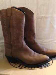 Women's cowboy boots 9.5