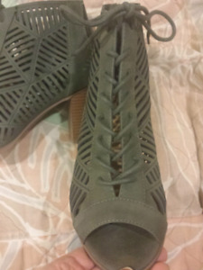 Like new ladies shoes size 7-8