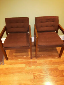 2 BROWN OFFICE CHAIRS WITH WOOD ARM REST