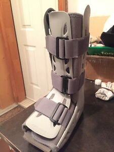 Aircast AirSelect Standard Walking Boot Brace Sz Small Kitchener / Waterloo Kitchener Area image 2