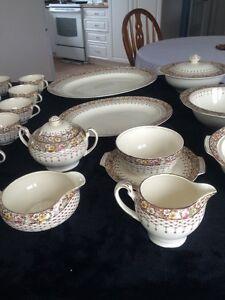 Ensemble de vaisselle antique West Island Greater Montréal image 6