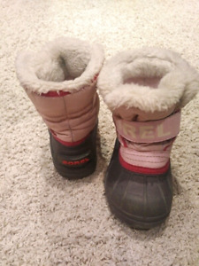 Girls Sorel Winter Boot. Size 6. Very good condition.