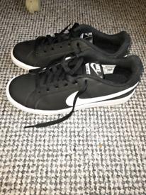 Ladies Nike Shoes bran new
