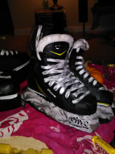 40.00$ Kids skates for sale . size 1 and 13 boys