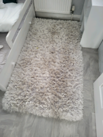 Taskers thick rug