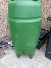 Strong Green water butt with lid and tap.