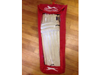 Cricket batting leg pads