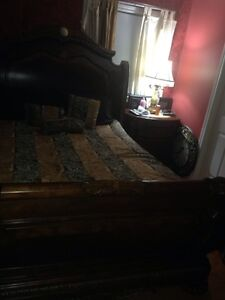 Bed queen size amazing condition