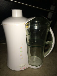 Moulinex Juicer blender maker, Excellent condition, works GREAT!
