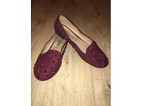 New look maroon pump with studs UK6