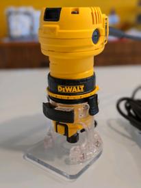 DeWalt router DWE6005 with accessories