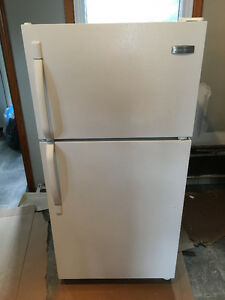 Frigidaire Top Mount Frost Proof Refrigerator - Freezer