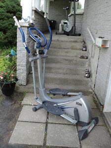 elliptique Ion Fitness bonne état 160$ferme pas négociable**