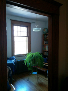 Monkland room, 2 mins to metro, 10 min to downtown, all included
