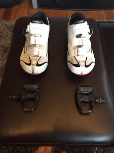 Shimano R088 Wide Road Shoes with shimano pedals