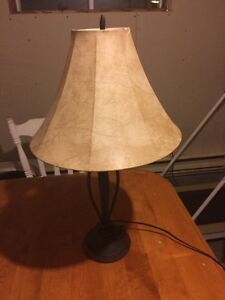 Lampe de table beige