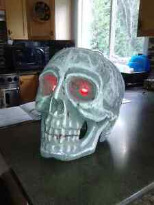 Large skull lights up perfect for halloween 16x 16