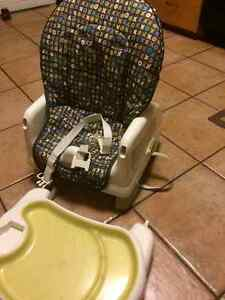 Reclining space-saver high chair with table tray Gatineau Ottawa / Gatineau Area image 2
