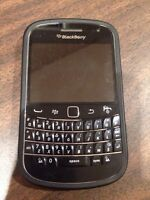 Blackberry 9900 unlocked excellent condition with case