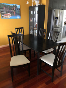 Dining table with curio and 6 chairs