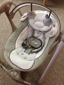 WARRANTY! Mint condition baby swing