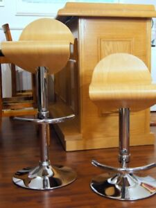 A PAIR OF BAR STOOLS -  ADJUSTIBLE