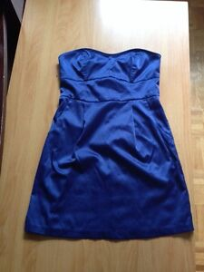 Dress robe small blue whitout straps never worn