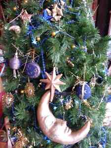 6 1/2' artificial christmas tree fully decorated