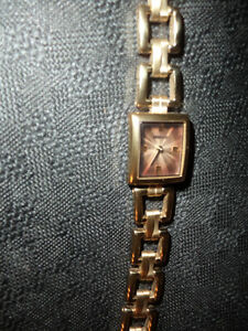ladies Fossil watch, needs a battery.. otherwise a-1