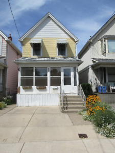 3+ BEDROOM HOUSE FOR RENT: GLENDALE AVE. N.
