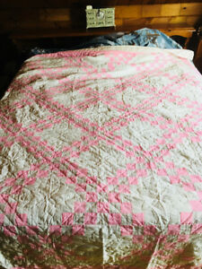 Perfect quilt ,mint condition. Not used and stored away