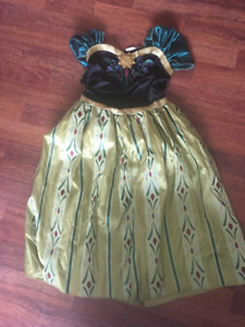 Disney princesses dress up and others characters costumes
